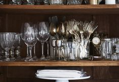 Expert Advice: How to Organize the Kitchen the French Way Black Master Bedroom, Master Bedroom Design, Cute Dorm Rooms, Cool Rooms, Minimal Decor, White Decor, Home Organization, Organizing, Interior Design Kitchen