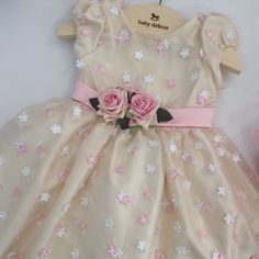 Muito charme para sua mocinha... Vestido Luxo!!! Disponível na loja é WhatsApp (91)98115.9290/ (91)98295.0283.  #babydeluxe#mãedemenina#vestidoluxo#vestidofesta#princess#mundoinfantil#vestidoprincesa Girls Dresses, Flower Girl Dresses, Baby Baptism, Photo And Video, Wedding Dresses, Instagram Posts, Image, Babies, Fashion