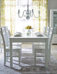 ANNA-ruokapöytä ja 6 ANNA-tuolia.