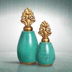 Par de vasos na cor azul tiffany com detalhes em dourado. É de se apaixonar.