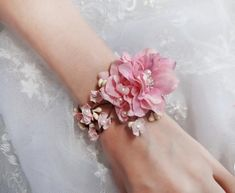 Weddbook ♥ This corsage is an excellent accessory for the mother of the bride or any other important relative on the bride's side. The pink flowers and pearls look elegant and beautiful  pink flower accessory -FLOURISH- wrist corsage, pink corsage, pearls, crystals, mother of the bride - New