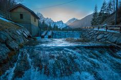 Near the Northern Italian city of Tarvisio two natural treasures testify the creativity of mother nature, the two lakes of Fusine. Situated near the borders to Austria and Slovenia, the two lakes a… Slovenia, Day Trip, Lakes, Mother Nature, Winter Wonderland, Mount Everest, Waterfall, Italy, Posts