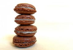 Kókuszkrémmel töltött macaron Macarons, Coconut, Cookies, Chocolate, Desserts, Food, Crack Crackers, Tailgate Desserts, Deserts