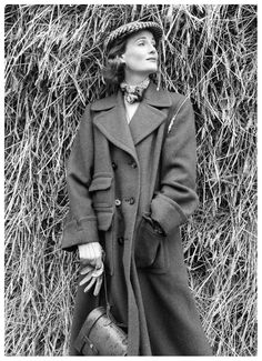 wenda-parkinson-in-scottish-tweed-coat-by-aquascutum-vogue-1951