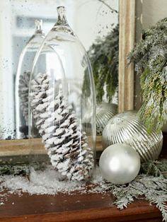 Kerstdecoratie met glazen stolp