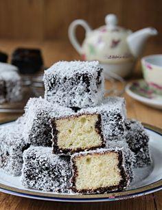 Prajitura Krantz cu nuca si caramel (reteta veche) - Lecturi si Arome Krispie Treats, Rice Krispies, Food Cakes, Coco, Cake Recipes, Cookies, Caramel, Desserts, Fitness