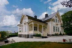 Ideas Home Exterior Cottage Layout Scandinavian Cottage, Swedish Cottage, Swedish House, This Old House, French Style Decor, Old Victorian Homes, New England Homes, Villa, House Layouts
