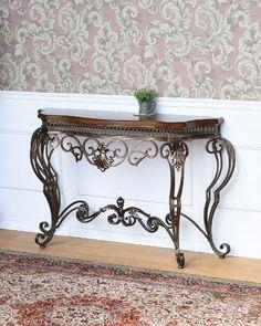 重厚感溢れるアンティーク風のコンソールテーブル(アイアン):輸入家具、イタリア家具の通販:アピタス