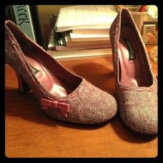 I just discovered this while shopping on Poshmark: Bongo Pink Tweed Heals . Check it out!  Size: 10