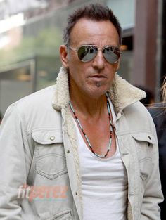 Bruce Springsteen, honoured at Music Cares. Lookin' fine!