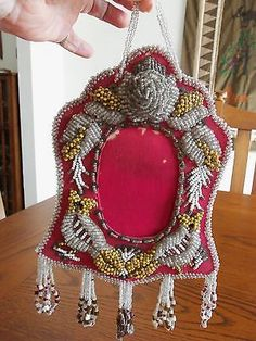 Haudenosaunee Confederacy (Iroquois 6 Nations) ANTIQUE BEADED FRAME WITH FOXES