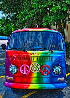 "The Volkswagon bus was commonly driven by ""hippies"". These hippie buses were easily spotted with their vividly painted colors and peace sign symbols. Volkswagen Bus, Vw T1, Vw Vanagon, Taste The Rainbow, Over The Rainbow, Combi Ww, Mundo Hippie, Van Vw, Vw Beach"