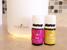 Young Living Essential Oils Recipes for Mom- Diffusing to Make the Home smell good and help with mood Natural, Toxin-free, and cost effective! Young Living Diffuser, Young Living Oils, Young Living Essential Oils, Joy Essential Oil, Essential Oil Diffuser, Essential Oil Blends, Yl Oils, Healing Oils, Diffuser Blends