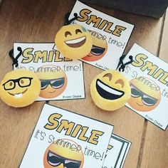 End of year student gift, Smile it's summer time gift tags, Emojis End Of Year Party, End Of School Year, Beginning Of School, Classroom Birthday, Classroom Themes, School Gifts, Student Gifts, Teacher Appreciation Gifts, Teacher Gifts