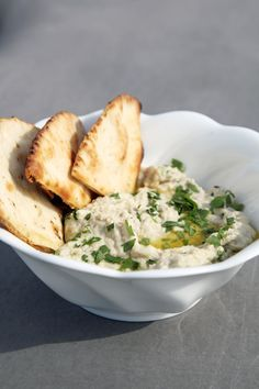 Pin for Later: Mouthwatering Mediterranean Meals Easy Baba Ghanoush This traditional Mediterranean eggplant dip might not be much to look at, but it more than makes up for it in rich, smoky flavor. Vegan Recipes, Diet Recipes, Cooking Recipes, Vegan Appetizers, Appetizer Recipes, Popsugar Food, Le Diner, Veggie Sandwich, Mediterranean Recipes