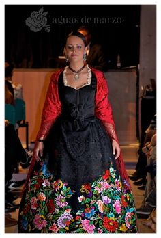 Aguas de Marzo en el Desfile Agulla i Cicell 2014 — AGUAS DE MARZO ® | Indumentaria valenciana Next Dresses, Spanish Fashion, Thomas Sabo, Costume, Sari, Skirts, Outfit, Clothes, Vintage