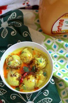 Kadhi Pakodi - Onion Pakodas in Yogurt curry - Indian vegetarian curry from saffrontrail.com