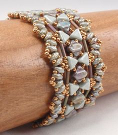 In this new design, I incorporated Silky, Kheops, SuperDuos, and bugles with seed beads. The bracelet lies nicely and has a good feel. This is a