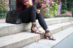 Alyssa Lenore of STYLED & SMITTEN wears the Dion sandal in black