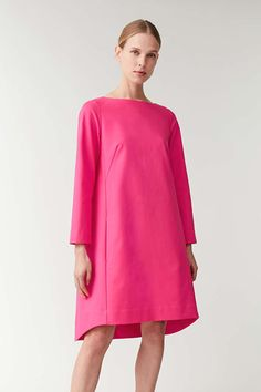 VOLUMINOUS DRESS WITH SEAM DETAILS - Vibrant Pink - Dresses - COS Daytime Dresses, Fall Dresses, Simple Dresses, Cotton Dresses, Pink Dresses, Playsuit Dress, Spring Looks, Models, Clothing Patterns