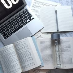 study-n-learn: Reading 2 books at. School Motivation, Study Motivation, Student Life, High School Students, Keep Calm And Study, Study Space, Study Desk, Bujo, Study Organization