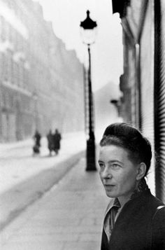 Simone de Beauvoir by Henri Cartier-Bresson. Great composition by Cartier-Bresson, one of my all time favorite photographers. Henri Cartier Bresson, Magnum Photos, Candid Photography, Street Photography, Portrait Photography, Popular Photography, Fotografia Pb, Foto Poster, Robert Doisneau