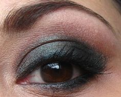 Smokey eyes (with Label Whore by Too Faced)