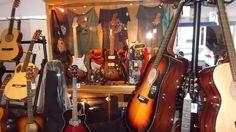 Bom dia! Guitarras elétricas e acústicas Fender, encontra no Salão Musical de Lisboa - Instrumentos Musicais. Consulte o nosso site www.salaomusical.com