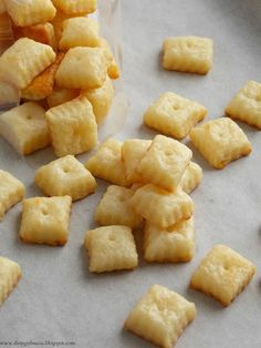 Homemade Cheez-Its. These are super good and very easy to make. I doubled the batch and used both the aged white cheddar and sharp cheddar, did not sprinkle salt on top before baking. Shopgirl: Homemade Cheez-Its Yummy Snacks, Yummy Treats, Yummy Food, Healthy Food, Salty Snacks, Appetizer Recipes, Snack Recipes, Cooking Recipes, Appetizers