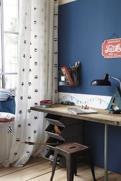 18 Very Cool Industrial Teen Room Design Ideas use ski poles and lift tickets