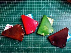Making Leather Card Holder / Deri Kartlık #leather #cardholder #tutorial #dıy Card Case, Derby, Sunglasses Case, Card Holder, Wallet, Youtube, Cards, Leather, Tools
