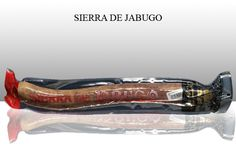 The Iberian Salchichon by sierra de Jabugo is a very different and valued taste! The appetizer you will always find in a Spanish home. Ideal for snacks and picnics.  Weight: 1 kg/2,2 lbs approx.