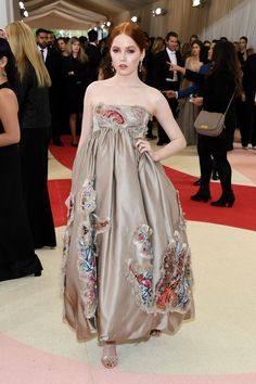 Ellie Bamber in Anna Hu Haute Joaillerie jewelry and Christian Louboutin shoes MET GALA 2016