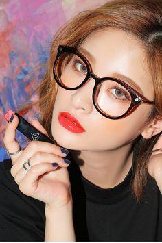 Byun Jungha - Byeon Jeongha - Model - Korean Model - Ulzzang - Stylenanda Korean Makeup Look, Korean Beauty, Asian Beauty, Korean Glasses, Makeup Eyeshadow, Hair Makeup, Byun Jungha, Korean Make Up, Korean Model