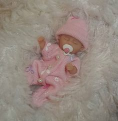Polymer Clay Cute Baby Dolls, Newborn Baby Dolls, Doll House Crafts, Doll Houses, Barbie Miniatures, Homemade Dolls, Silicone Reborn Babies, Realistic Baby Dolls, Barbie Doll House