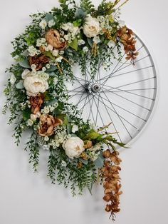 Beautiful customized bicycle wheel wreath. Find more at www.g-rdesign.com  #bicyclewheelwreath Bicycle Wheel Decor, Bicycle Rims, Bike Wheel, Wagon Wheel, Diy Wreath, Door Wreaths, Stunning Summer, Deco Floral, Summer Diy