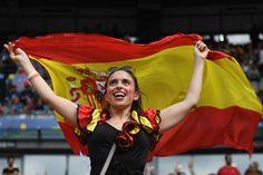 http://desporto.sapo.pt/futebol/euro_2016/artigo/2016/06/28/foram-se-as-croatas-mas-ainda-ha-muitas-beldades-nos-quartos