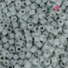 Miyuki Delicas 11/0 DB2281 - Opaque Glazed Shark Fin Mat x8g : Perles Japonaises de taille 11/0. (environ 1.27 mm dans le sens du trou, 1.6 mm de diamètre) Cyli
