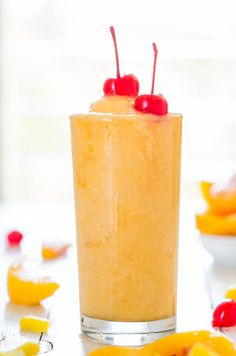 Tropical Peach Pineapple Slushies - Plenty of booze & no added sugar, a win-win! Cool, refreshing & they go down so easily!