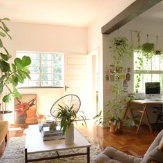 This Is How a Swede Designs a Tiny Brooklyn Apartment via - A mix of mid-century modern, Boho Living Room, Home And Living, Living Room Decor, Dining Room, Brooklyn Apartment, Hawaii Apartment, House Plants Decor, Small Apartments, Small Cozy Apartment