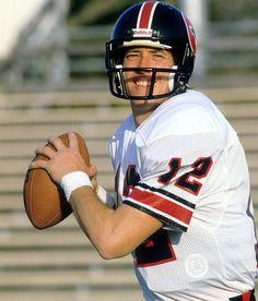Jim Kelly Nfl Football Helmets, Nfl Football Players, Football Cards, Super Bowl Winners, Texas Texans, Spring Football, Nfl Hall Of Fame, Jim Kelly, Houston Oilers
