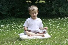 Here are some practices that help teach children to be mindful of their surroundings and experiences. Counseling Degree, Yoga Philosophy, Helping Children, Young Ones, Help Teaching, Yoga For Kids, Child Development, Kids Gifts, Parenting Hacks