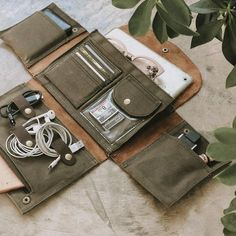 Capas Kindle, Kelly Moore Bag, Bag Organization, Leather Craft, Diy Leather Projects, Sewing Leather, Canvas Leather, Organizer, Leather Working