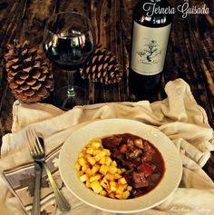 Ternera Guisada con Vino, Ciruelas y Nueces