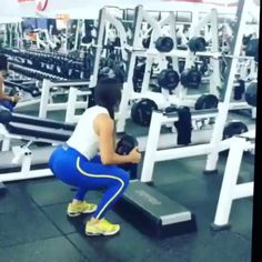 Strong girl workout by @carolsaraivafitness.