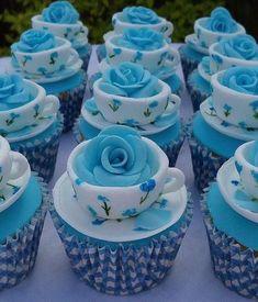 Bleu cup cakes.