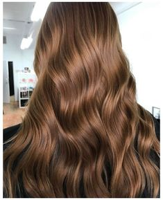 10 Biggest Spring/Summer 2020 Hair Color Trends You'll See Everywhere | Ecemella #light #brown #hair #colors #chocolate #lightbrownhaircolorschocolate Chocolate Brown Hair Color // ig: @maxgourgues Chestnut Brown Hair, Honey Brown Hair, Chocolate Brown Hair Color, Brown Hair With Blonde Highlights, Brown Hair Balayage, Hair Highlights, Carmel Brown Hair, Gold Brown Hair, Chocolate Brunette Hair