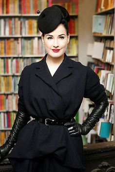 The lovely and usual glovely Dita! She always looks drop dead gorgeous in her long leather opera gloves! Cute Lingerie, Women Lingerie, 1950s Fashion, Vintage Fashion, Divas, Dita Von Teese Style, Black Leather Gloves, Long Gloves, Victoria Secrets