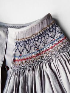 Green and blue tartan hand smocked dress – Artofit Smocking Plates, Smocking Patterns, Sewing Patterns, Diy Bordados, Punto Smok, Smocks, Heirloom Sewing, Fabric Manipulation, Smock Dress