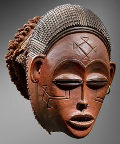 Tchokwe, A higly important Tchokwe Mask, Mwana Pwo representing an idealised young woman, wood, height; 32.5 cm, circa 1880. To be exhibited at #TEFAF2015 by Galerie Bacquart.